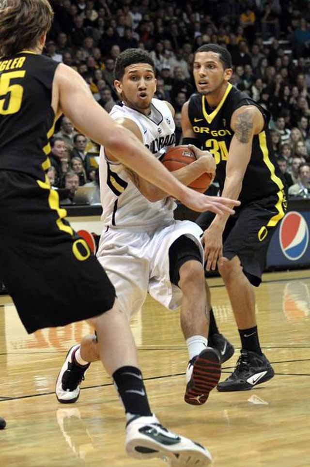 Freshman Askia Booker drives to in the Buffs' 72-71 win over the Oregon Ducks. Booker finished with a career-high 17 points. Between Booker and his fellow freshman teammate  the men's basketball team has high hopes for the future.(CU Independent/James Bradbury)