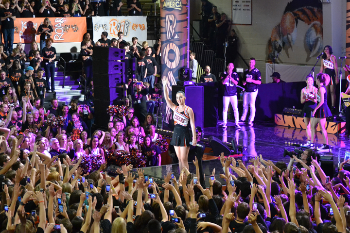 Katy Perry concert supports Colorado flood relief