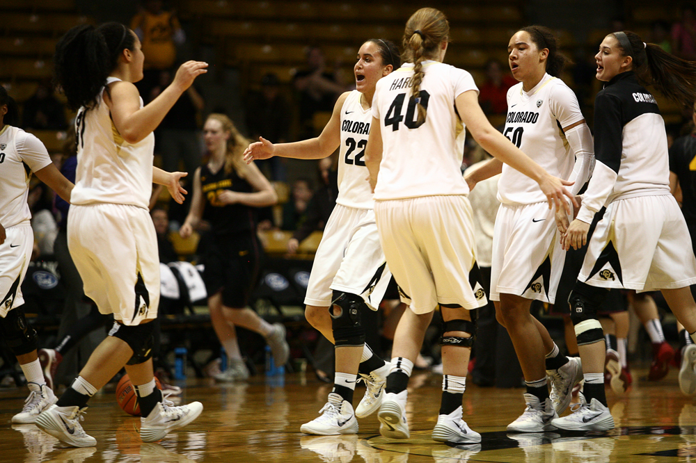 Colorado's Haley Smith (22) and the rest of the Buffs show their excitement after taking the lead in the second half. (Kai Casey/CU Independent)
