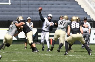 Senior QB Jordan Gehrke throws the ball down field during the 2016 Spring Game at Folsom Field on April 9, 2016. (Nigel Amstock/CU Independent)