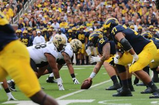 The Wolverines' offense prepare to snap the ball in the first quarter at Michigan Stadium Saturday, Sept. 17, 2016. (Justin Guerriero/CU Independent)