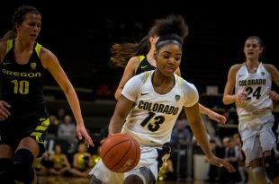 Sophmore guard Brecca Thomas dribbling down the court during the Buffs' 59-46 loss to the Oregon Ducks on Friday, Jan. 22, 2016. (Robert Hylton/CU Independent)