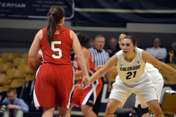 Colorado senior guard Jasmine Sborov (21) plays defense on Western Kentucky junior guard Micah Jones (5) in the first half of Monday's game at the Coors Events Center. (Elizabeth Rodriguez/CU Independent)