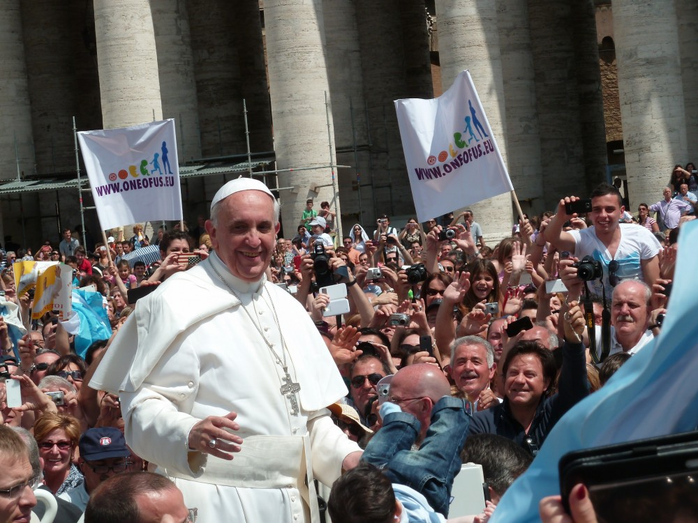 Pope Francis among the people at St. Peter's Square. (Photo courtesy of Jacopo Werther/Wikimedia Commons)