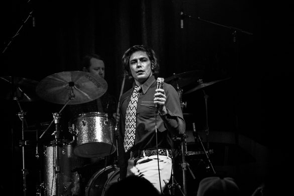 Beach Goth pioneers The Growlers take over Fox Theatre