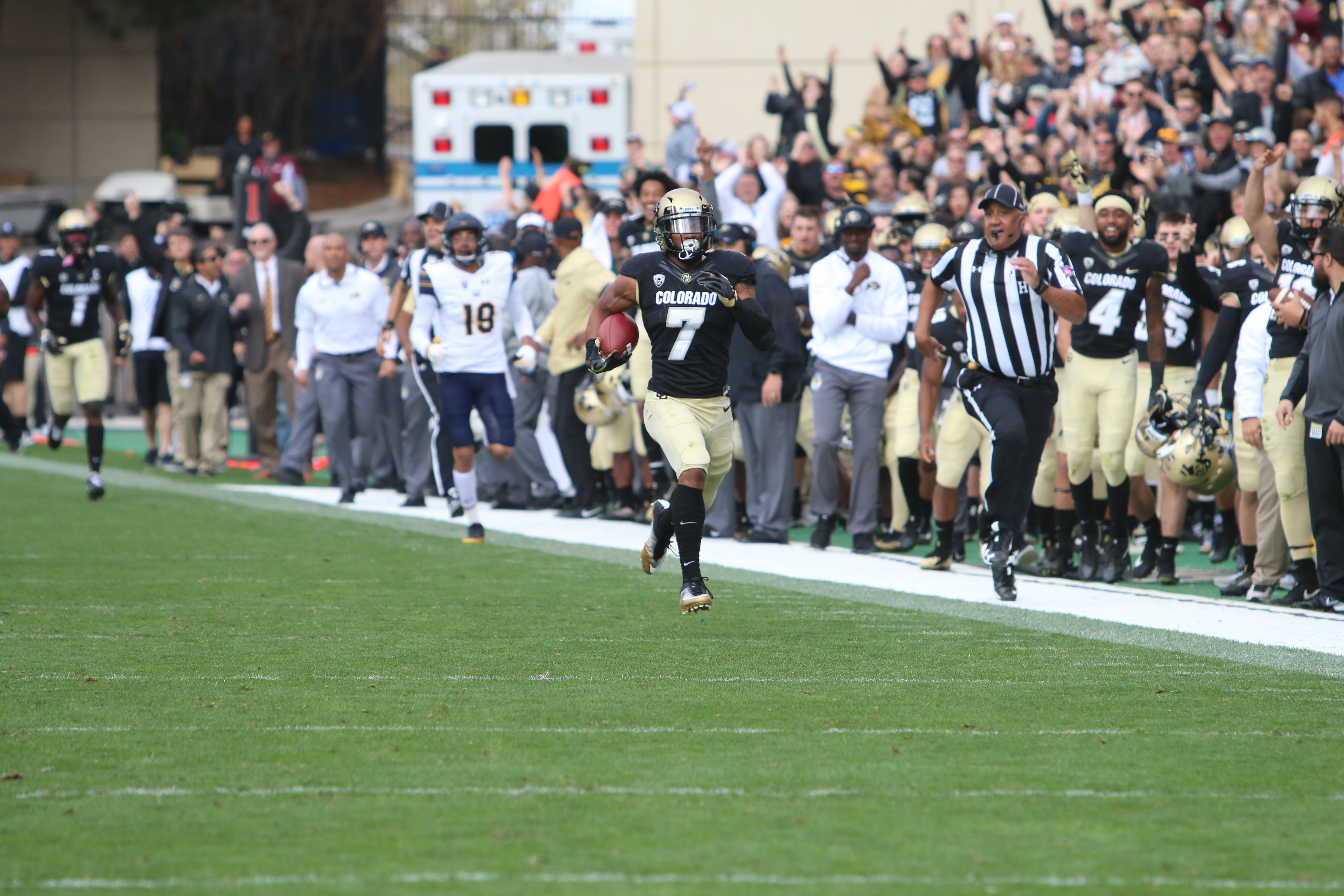 Buffs convincingly defeat Cal, 44-28